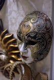 传统威尼斯式面具在街道,维罗纳意大利上的商店 库存图片