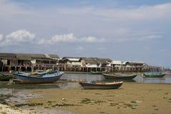 传统小船五颜六色的渔夫的模式 库存图片