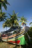 传统小船五颜六色的渔夫 免版税库存照片