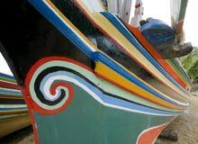 传统小船五颜六色的渔夫 免版税图库摄影