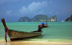传统小船的长尾巴 免版税库存照片