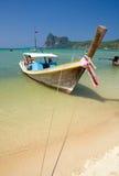 传统小船的longtail 库存照片