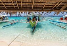 传统小船看法在Coron海岛海滩,菲律宾的 图库摄影