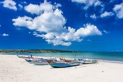 传统巴厘岛渔船Jukungs 免版税库存图片