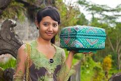 传统巴厘语的香客 库存照片