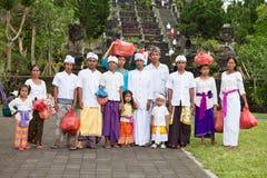 传统巴厘语的香客 免版税图库摄影
