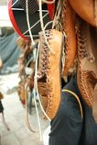 传统巴尔干皮鞋或凉鞋 免版税库存照片