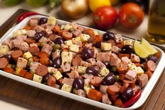 传统巴西部分开胃小菜用乳酪,火腿,橄榄 库存照片