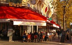 传统巴黎人咖啡馆Le在埃佛尔铁塔附近的Castel位于巴黎,法国 库存图片
