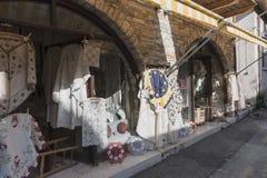 传统建筑和街道在塞浦路斯 免版税库存照片