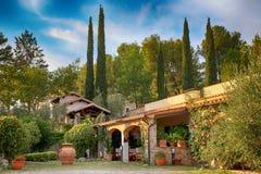 传统意大利别墅,托斯卡纳,意大利 免版税库存图片