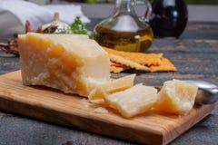 传统意大利食物- 36个月在洞意大利人parme变老了 免版税库存图片