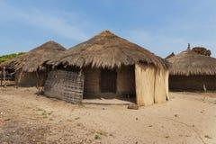 传统房子小屋在Eticoga村庄在奥兰古岛,几内亚比绍海岛  免版税库存照片