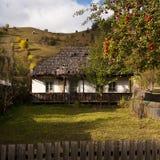 传统房子的山 免版税库存照片