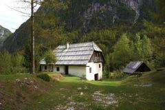 传统房子的山 库存图片