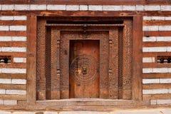 传统房子的门面老Manali的在印度 库存图片