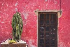 传统房子门面在圣米格尔德阿连德瓜纳华托州我 图库摄影