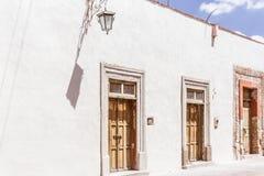 传统房子门面在圣米格尔德阿连德瓜纳华托州我 免版税库存照片