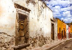 传统房子门面在圣米格尔德阿连德瓜纳华托州我 库存照片