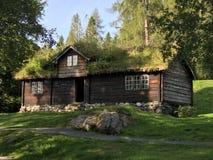 传统挪威木材房子 免版税库存照片