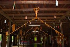 传统木房子在沙捞越的古晋开化村庄 内部马来西亚 图库摄影