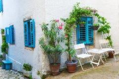 传统欧洲地中海建筑风格在街道和住宅房子 库存照片
