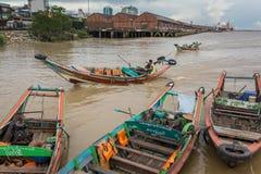 传统河出租汽车渡轮在仰光,缅甸 免版税库存图片