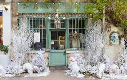 传统法国咖啡馆澳大利亚viex巴黎d `为圣诞节装饰的阿尔科莱,法国 库存图片