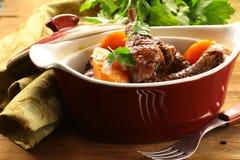 传统法国烹调-在酒的鸡 库存照片