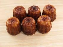 传统法国蛋糕canelé 免版税库存照片