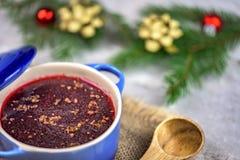 传统波兰汤-红色罗宋汤-圣诞装饰 免版税库存图片