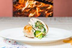 传统波兰盘 热的可口肉snac正面图  库存照片