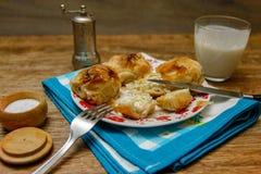 传统波斯尼亚的酥皮点心manti borek 库存图片
