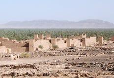 传统泥安置巴巴里人村庄 库存照片