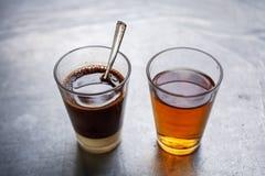 传统泰国咖啡用在边的中国茶 免版税库存照片