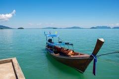 传统泰国小船在水中 免版税库存图片