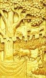 传统泰国样式艺术雕刻在templ的农业故事 免版税库存图片