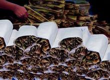 传统泰国点心- Khanom Jak或泰国甜点在尼巴椰子棕榈叶包裹的由糯米粉、椰子和糖制成 库存照片