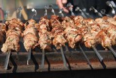 传统烤肉俄国shashlik的shaslik 免版税库存图片