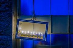 传统犹太教灯台光明节灯,有橄榄油蜡烛的,耶路撒冷 库存图片