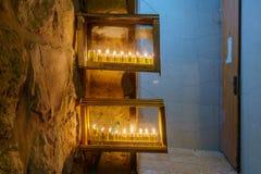 传统犹太教灯台光明节灯,有橄榄油蜡烛的,耶路撒冷 库存照片