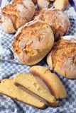 传统玉米面面包 图库摄影