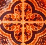 传统瓦片的细节从老房子门面的  装饰瓦片 瓦伦西亚语传统瓦片 花饰 免版税库存图片