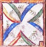 传统瓦片的细节从老房子门面的  装饰瓦片 瓦伦西亚语传统瓦片 花饰 免版税库存照片