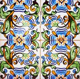 传统瓦片的细节从老房子门面的  装饰瓦片 瓦伦西亚语传统瓦片 花饰 库存照片