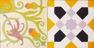 传统瓦片的细节从老房子门面的  装饰瓦片 瓦伦西亚语传统瓦片 花饰 图库摄影