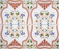 传统瓦片的细节从老房子门面的  装饰瓦片 库存图片