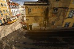 传统电车在里斯本,葡萄牙 免版税图库摄影