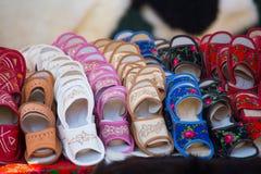 传统皮革拖鞋,波兰 免版税库存照片