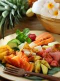 传统盘果子印度尼西亚的沙拉 免版税库存照片